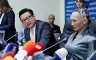 Уже предлагают гражданство. Робот София в Киеве