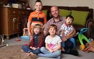 Гомосексуал усыновил пятеро детей-инвалидов