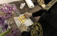 Митники в банці з фарбою виявили вісім злитків золота