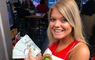 Блогер оставил $10 000 чаевых за два стакана воды
