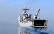 Десантный корабль США получил повреждения во время шторма