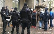 В Киеве задержали группу неизвестных с дубинками