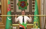 Президенту Туркмении подарили золотую штангу