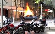 В Австралии неизвестный поджег свое авто и напал на прохожих