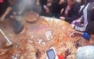 В Таджикистане люди устроили драку из-за еды на фестивале