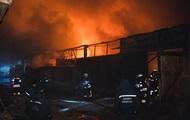 В Киеве ночью загорелись склады на Оболони