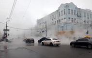 В центре Киева прорвало трубу с горячей водой