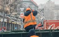 В Киеве Крещатик начали готовить к Новому году