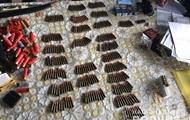 На Луганщині у чоловіка вилучили арсенал зброї
