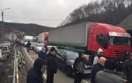 Протестующие заблокировали трассу Киев-Чоп
