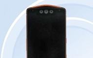 Первый смартфон с тройной селфи-камерой показали на фото