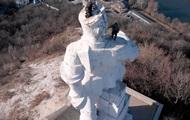 Гройсман поручил разобраться с памятником Артему в Донецкой области