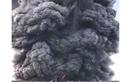 Извержение вулкана турист снял в опасной близости