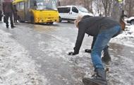 В Киеве из-за гололеда за сутки травмировались 53 человека