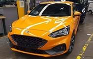 Агресивний і потужний. Фото хетчбека Ford Focus ST