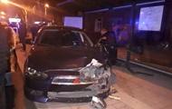 В Мариуполе водитель въехал в остановку с людьми