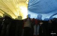 Две трети украинцев против военного положения - опрос