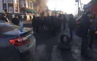 На Закарпатье третий день блокируют дорогу