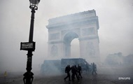 Полиция Парижа начала задержания протестующих