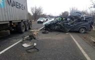 Под Николаевом микроавтобус врезался в грузовик, есть жертвы