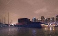 В Канаде огромные баржи сорвались с якоря и разбили объекты в порту