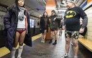 В США сотни людей проехались в метро без штанов