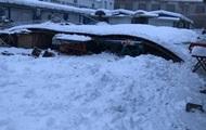 В Хусте на рынке из-за снега упала крыша