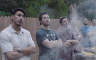 В сети жестко критикуют новую рекламу Gillette