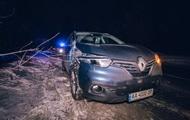 В лесу под Киевом автомобиль сбил военного