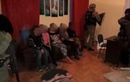 """В Киеве разоблачили порностудию: 13 девушек """"работали"""" онлайн"""
