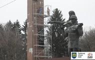 Во Львове приступили к демонтажу Монумента Славы