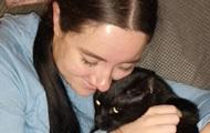 Кошка  усадила  блогера в инвалидное кресло