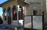 Не россиянка: возле усыпальницы Роксоланы изменили надпись