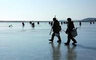 В Киеве рыбак провалился под лед