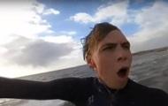 В Британии серфер перелетел через песчаную косу