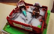 Министра Омеляна поздравили тортом в виде руин Кремля