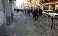 На жителя Львова упала часть фасада дома