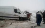 В Харьковской области микроавтобус врезался в авто: есть жертвы