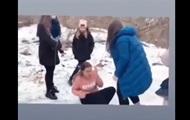 В Житомире девушки-подростки избили свою ровесницу