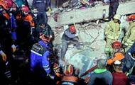 Из-под завалов обрушившегося дома в Стамбуле спасли подростка и девочку
