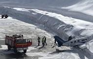 На курорте в Альпах самолет врезался в сугроб