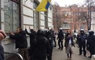 В Киеве штурмовали отделение полиции
