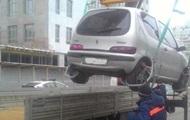 В Киеве началась эвакуация неправильно припаркованных авто