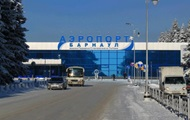 В аэропорту Барнаула пять человек упали с трапа и получили травмы