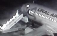 Обрушение трапа в аэропорту Барнаула попало на видео