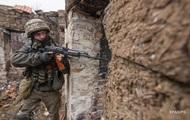 На Донбасі поранено військового