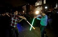 Дуэли на световых мечах стали официальным видом спорта во Франции - СМИ