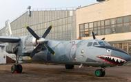 В Киеве ремонтируют самолет-акулу из голливудского фильма