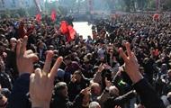 Тысячи албанцев вышли на протесты против правительства