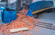 ДТП с фурой: центр Киева засыпало кирпичами